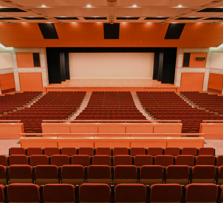 自由自在にアレンジ、利便性の高さに驚く大ホール